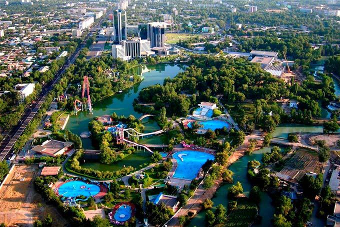 Вид на диснейленд и аквапарк в Ташкенте с высоты