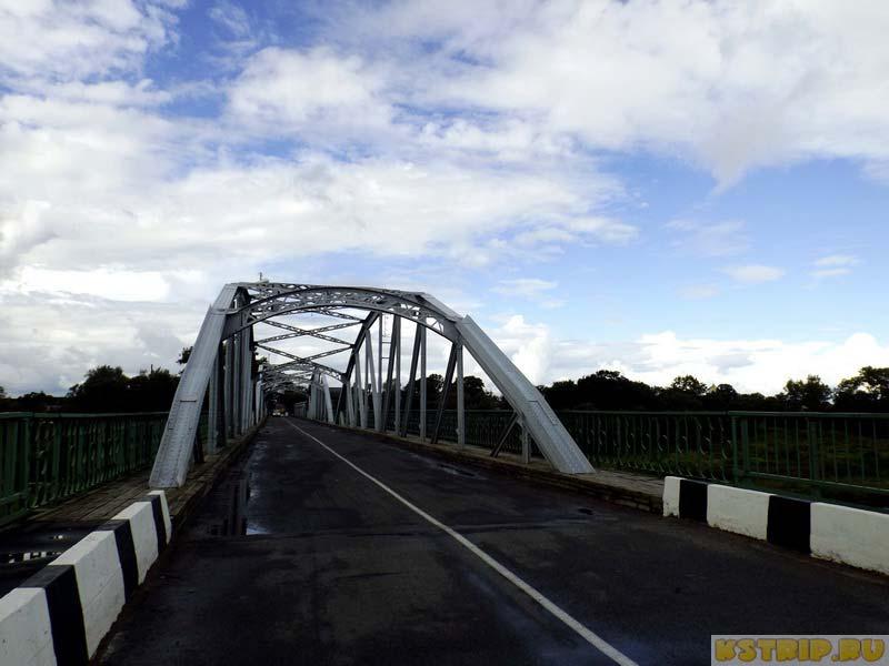 Столетний автомобильный мост в Дисне