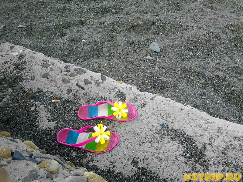 Мои сланцы на адлерском пляже