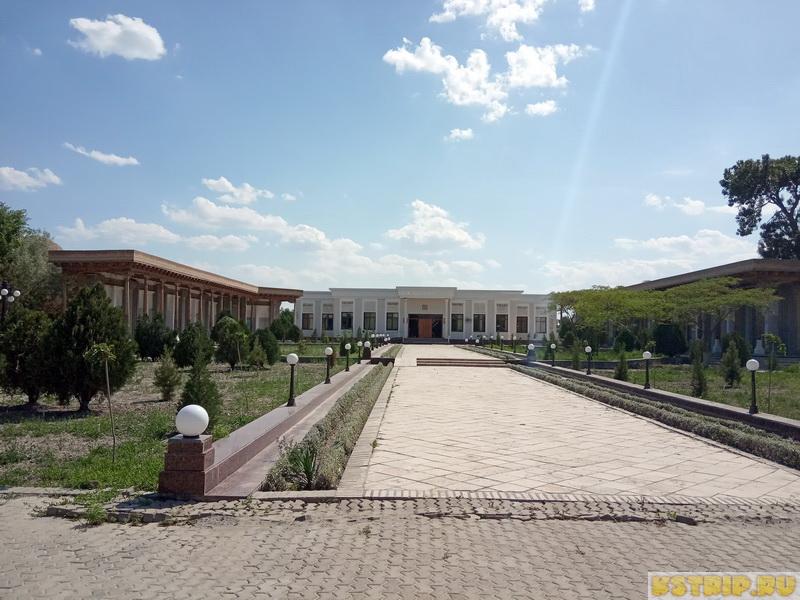 Парк Саманидов в Бухаре