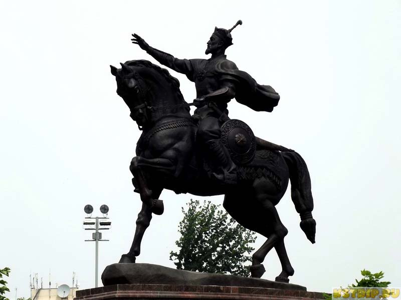 Памятник Амиру Тимуру в Ташкенте