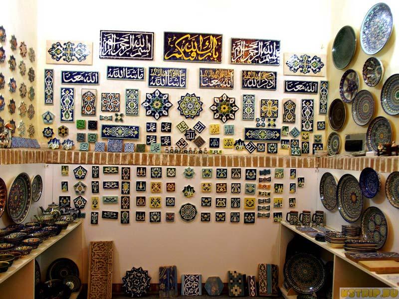 Медресе Тилля-Кари на площади Регистан в Самарканде