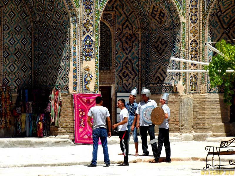 Медресе Шердор на площади Регистан в Самарканде