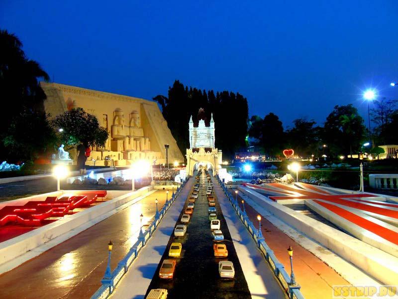 Мини Сиам в Паттайе в ночном свете, Полезные сайты для путешествия