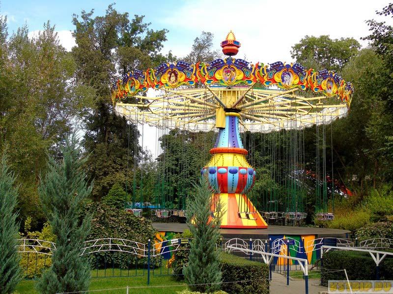 Центральный парк отдыха имени Горького в Алмате, Казахстан