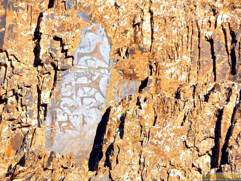 парк петроглифов в ущелье Сармыш, Узбекистан