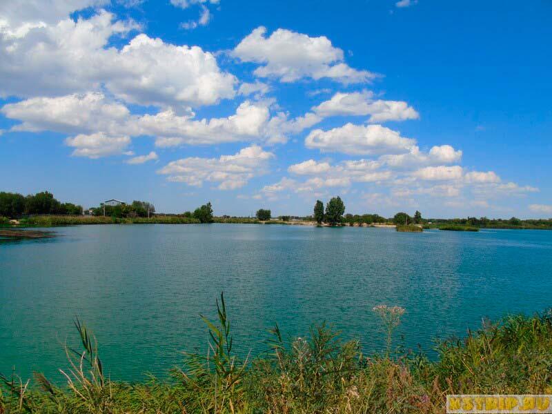 Озеро в Кольди недалеко от Алматы