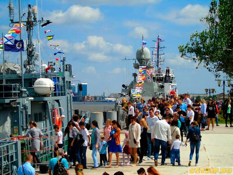 9 мая в Астрахани: парад техники, бессмертный полк, военные корабли