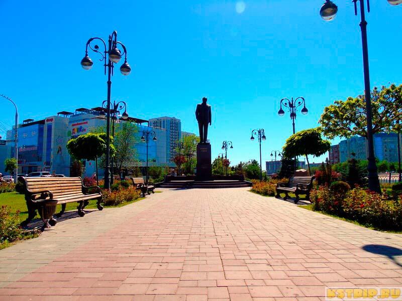 Сквер Гейдара Алиева в Астрахани и Мост дружбы России и Азербайджана