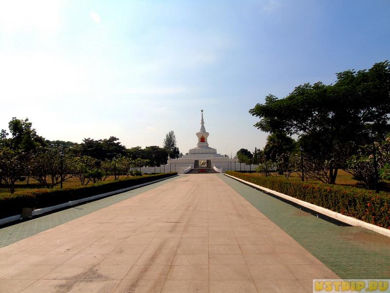 Золотая ступа (Тха Луанг) во Вьентьяне