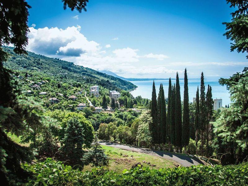 Экскурсии из Сочи: Летние сказки Абхазии