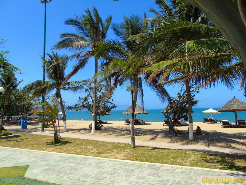 Городской пляж в Нячанге, центральная набережная вьетнамского курорта