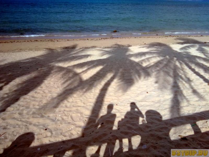 Северный пляж в Нячанге – зонтики, шезлонги, вьетнамцы