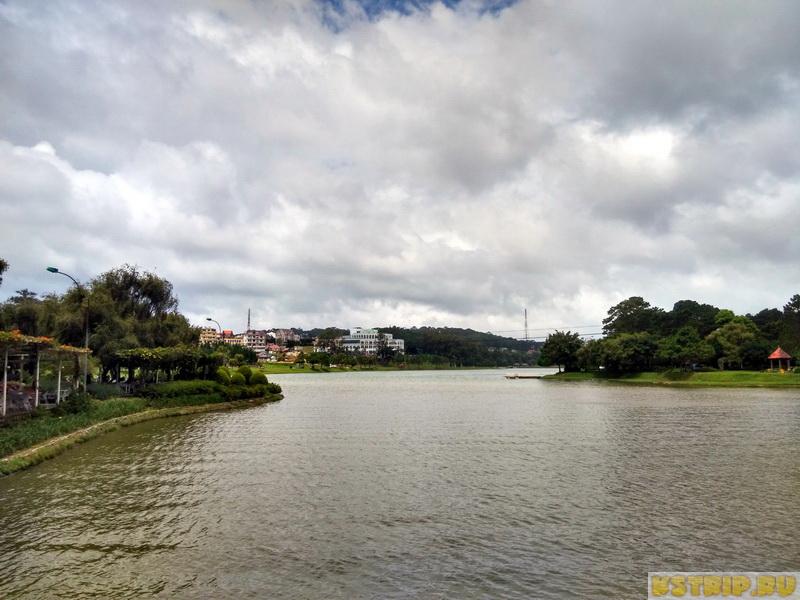 Big С в Далате и озеро в центре города