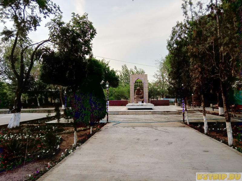 Скорбящая мать в Хиве, Узбекистан