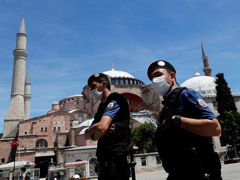 Правительство Турции решило усилить карантинный режим